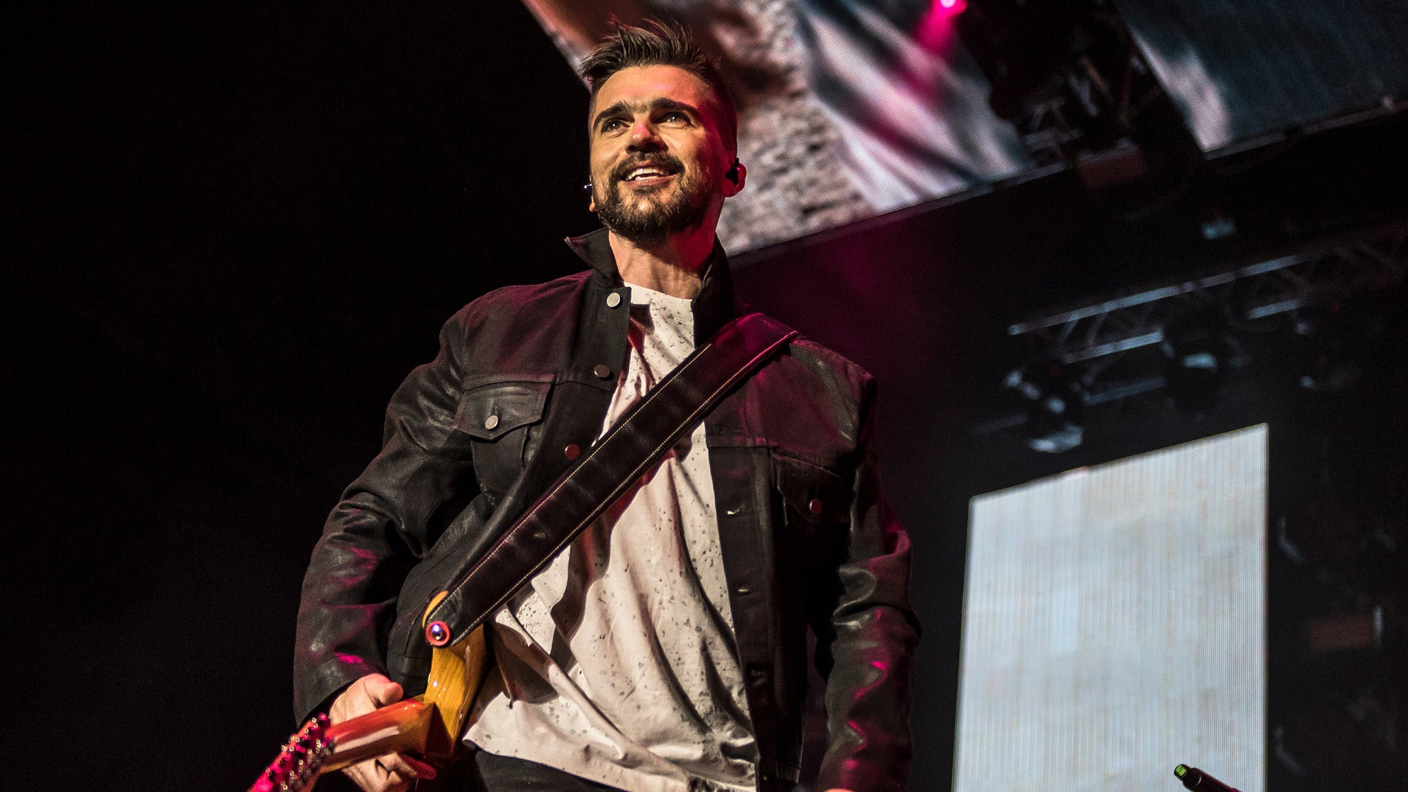 Juanes: Amarte Tour with Mon Laferte at Comerica Theatre