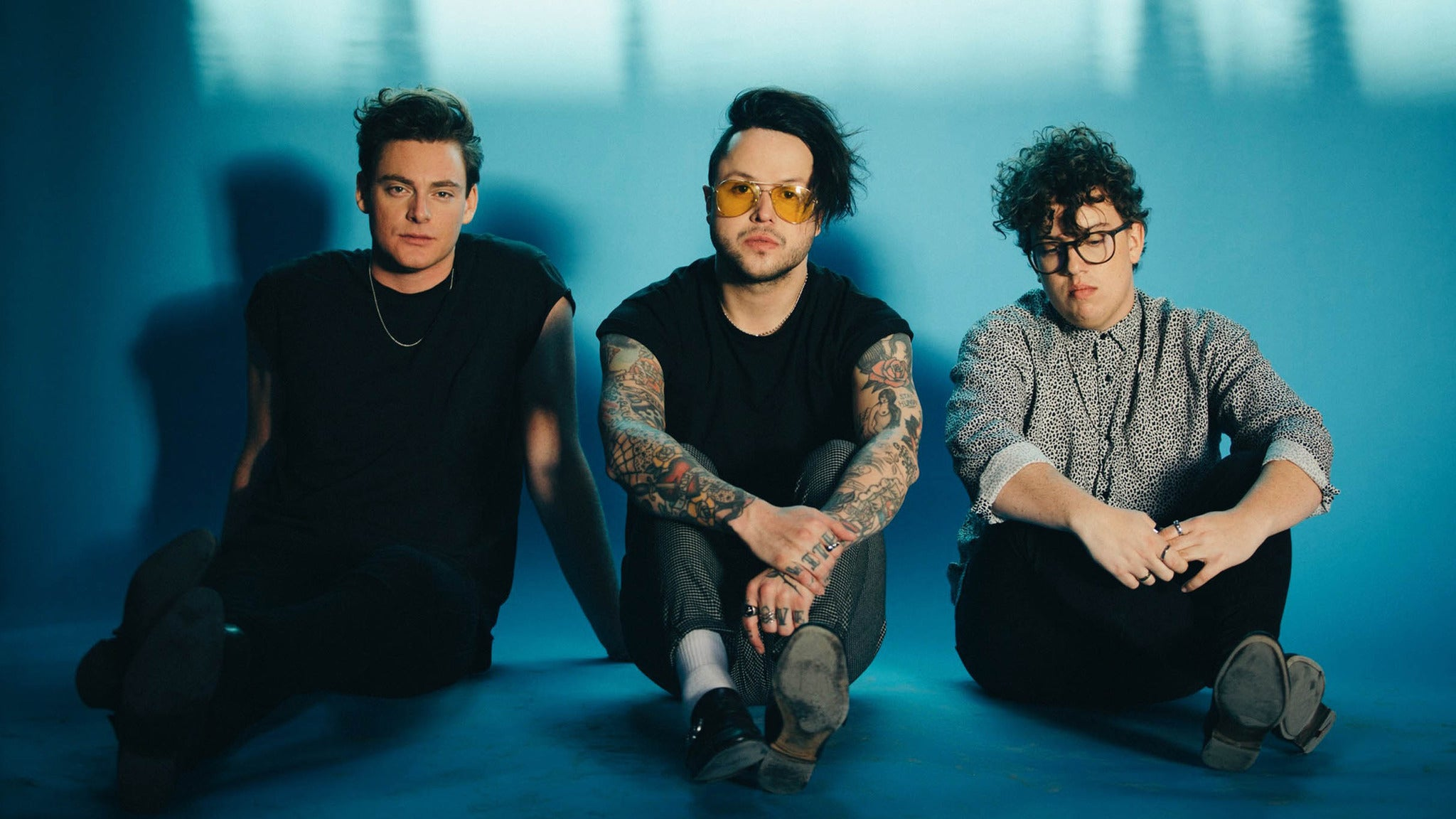 lovelytheband - the finding it hard to smile tour