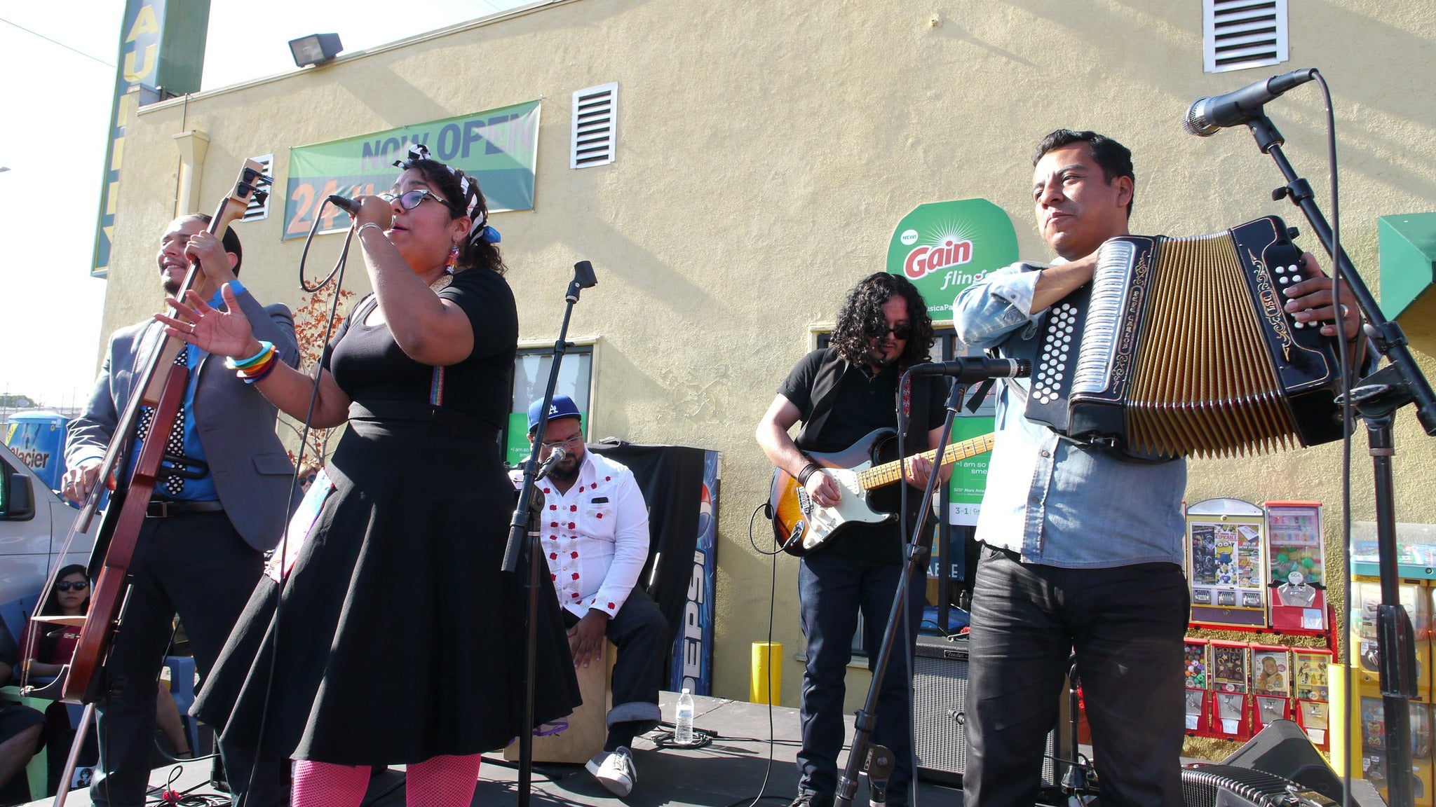 La Santa Cecilia, SM Familia, DJ Stepwise at Music Box