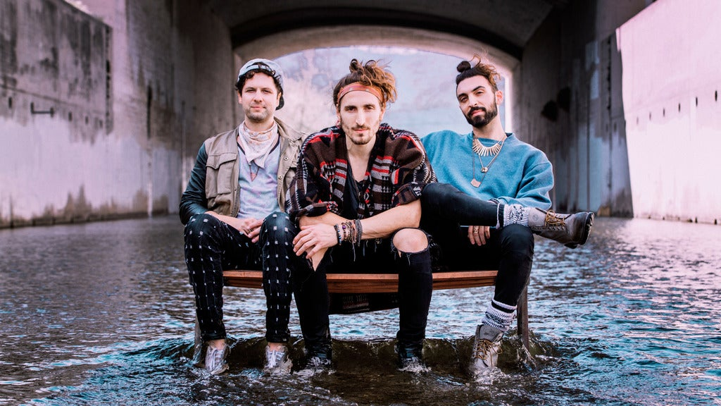 MAGIC GIANT with special guest Mobley