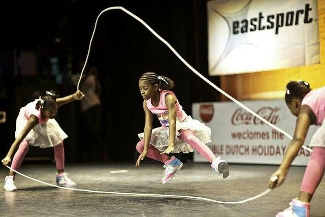 photos of girls jumping double dutch № 12790