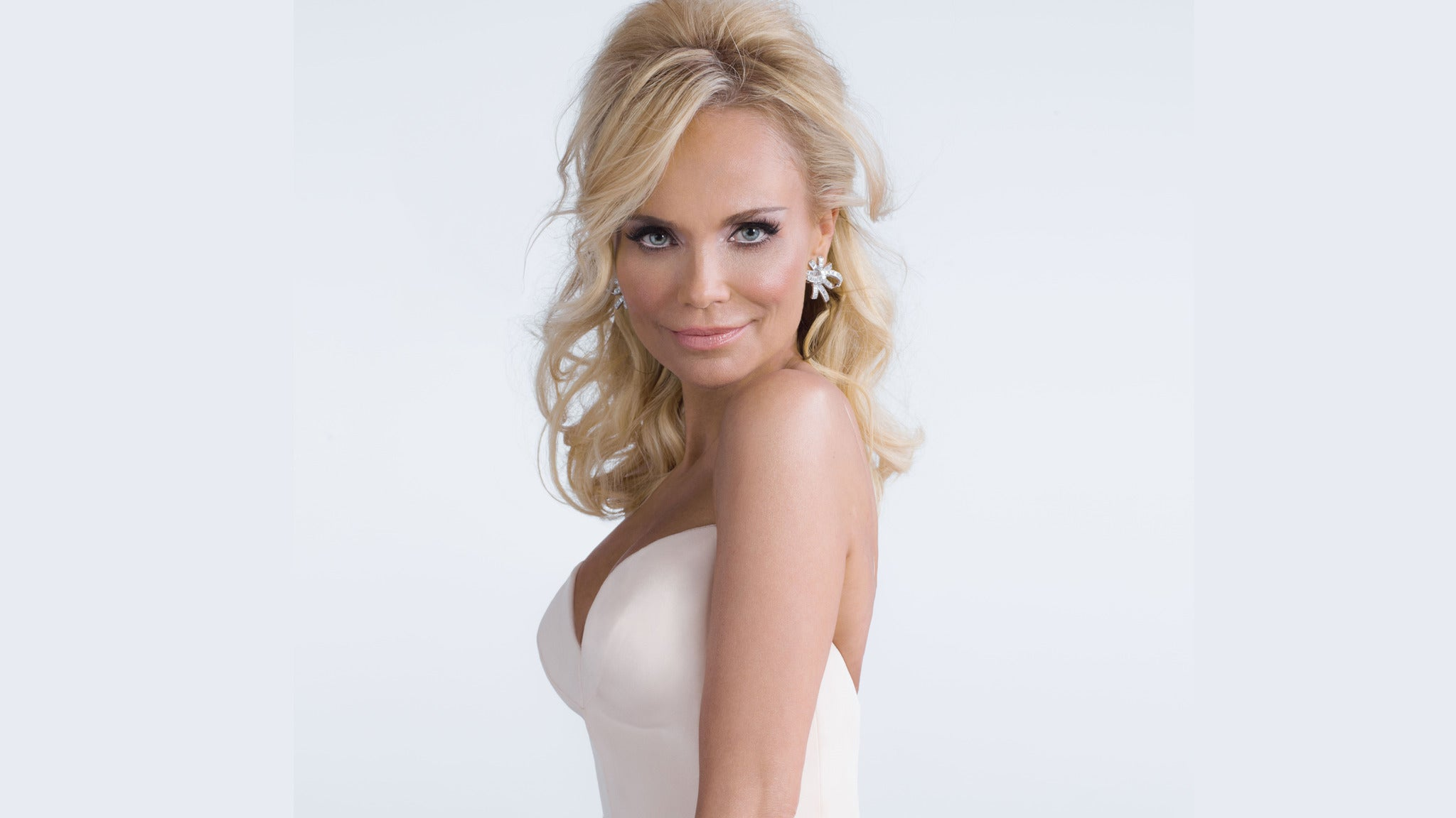 Kristin Chenoweth: Celebrating the Art of Elegance