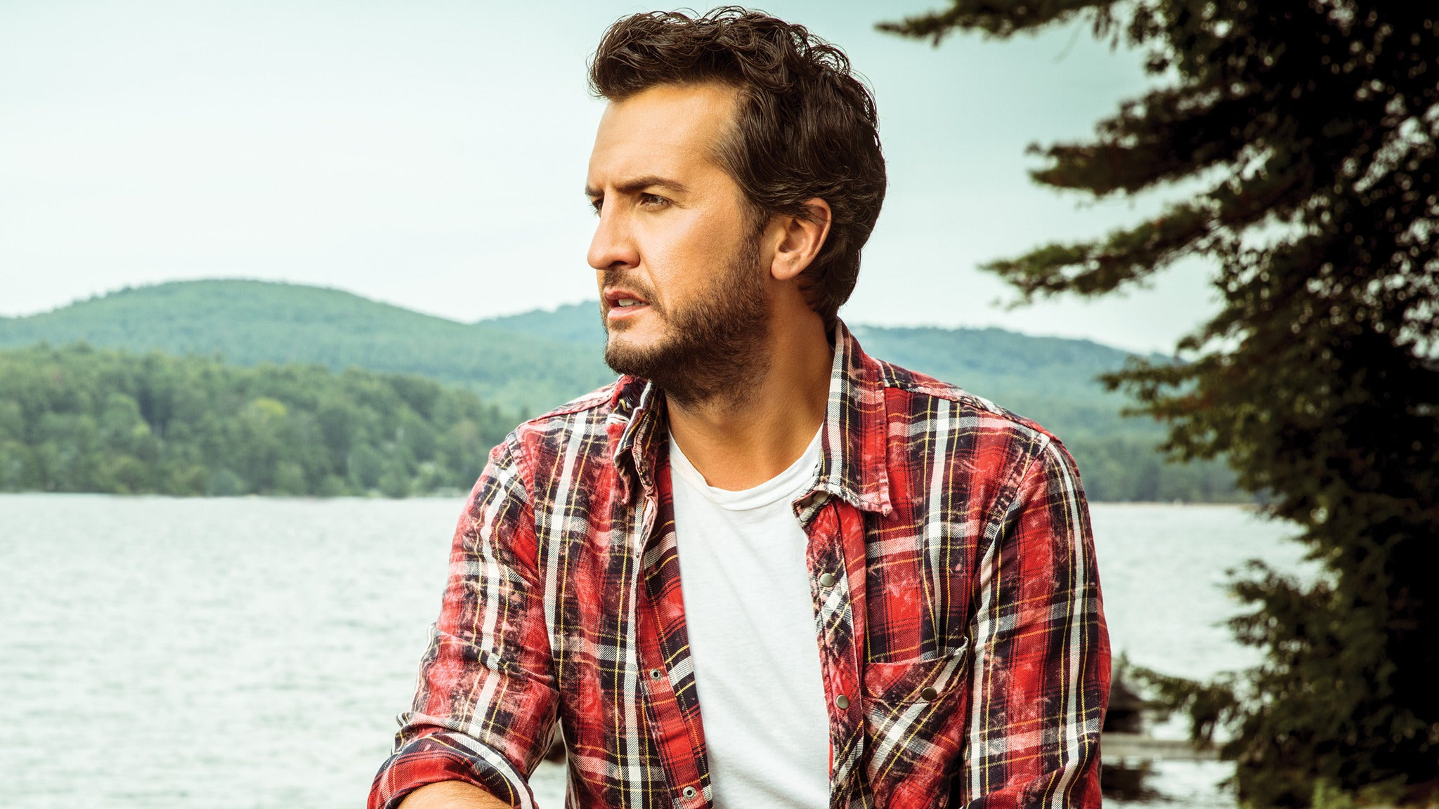 Luke Bryan at Alumni Stadium - DE