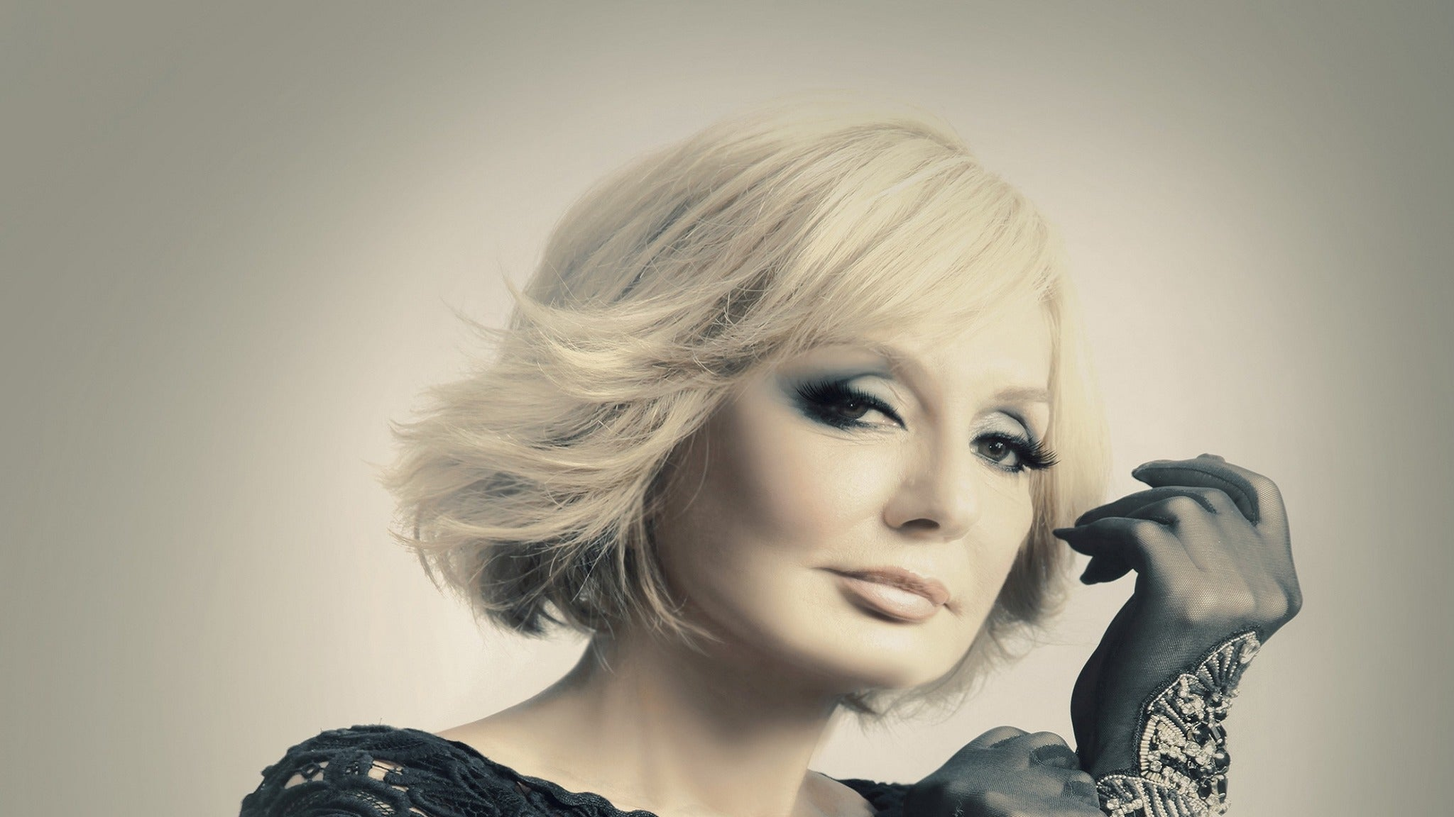 Googoosh - Upgrade Meet & Greet Packages at Hollywood Bowl