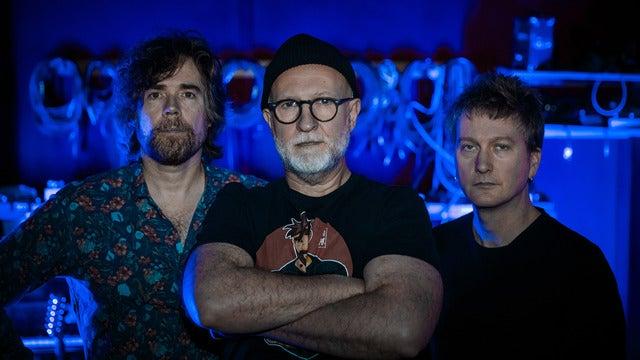 Bob Mould Band: Distortion and Blue Hearts!