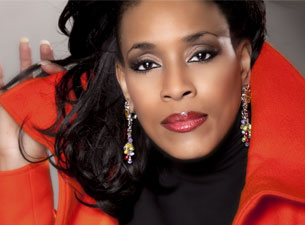 Vickie Winans at Albany Civic Center
