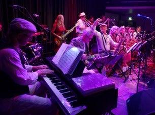 Shiny's Ballroom – Lola Swingt!