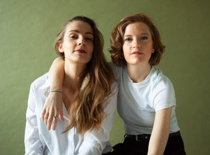 Wilhelmine & Lisa Who